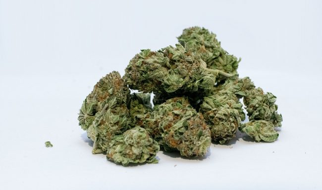4 Cannabis Strains You Should not Consume Before Bedtime